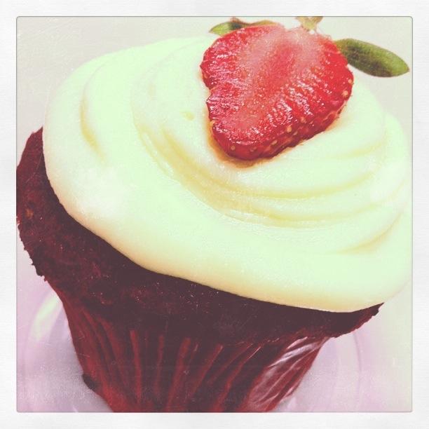 Red Velvet Cupcake by Seradella Cupcake